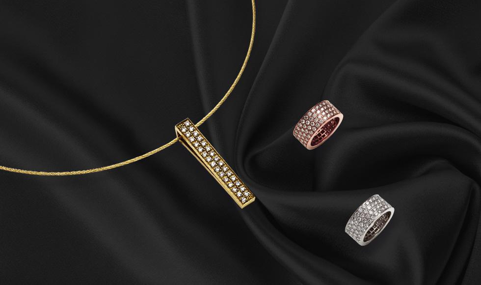 Colgante, pulsera y anillos en oro blanco, amarillo y rosa con brillantes de la colección pavés