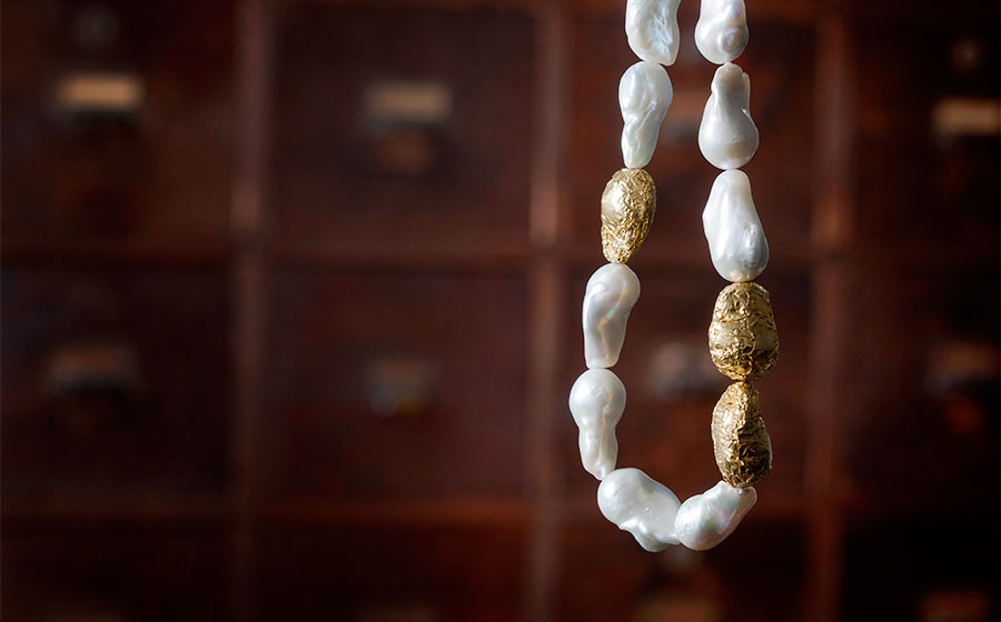 Gargantilla de perlas australianas revestida en oro puro