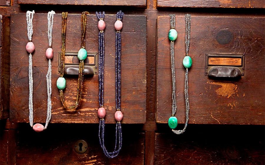 Collares de gemas finas de colores